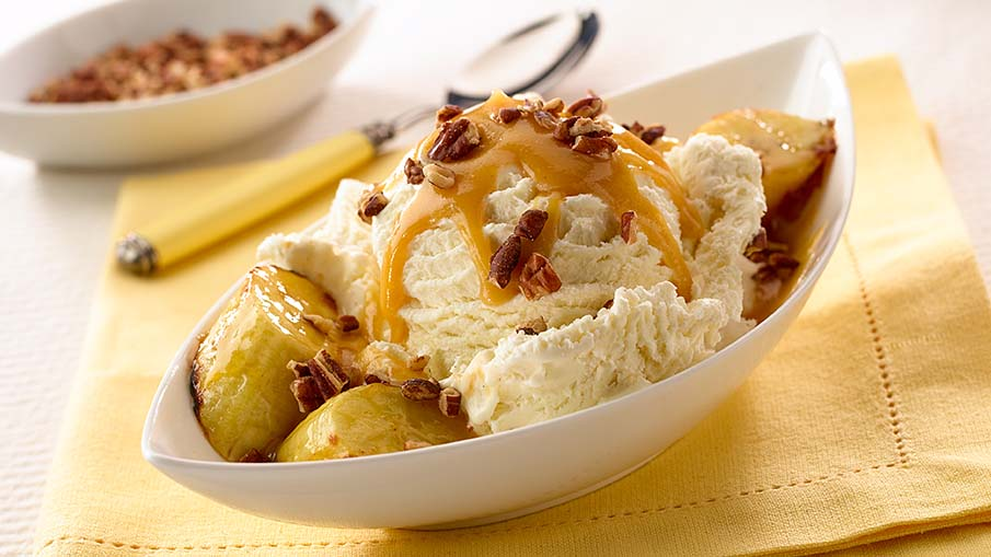 Grilled Bananas and Pecan Sundaes